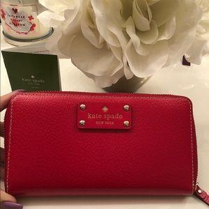 Kate spade red pebbled 12 card zip wallet ✨